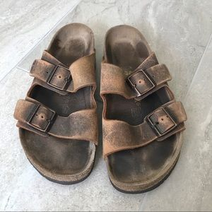 Birkenstock Arizona brown distressed leather shoes